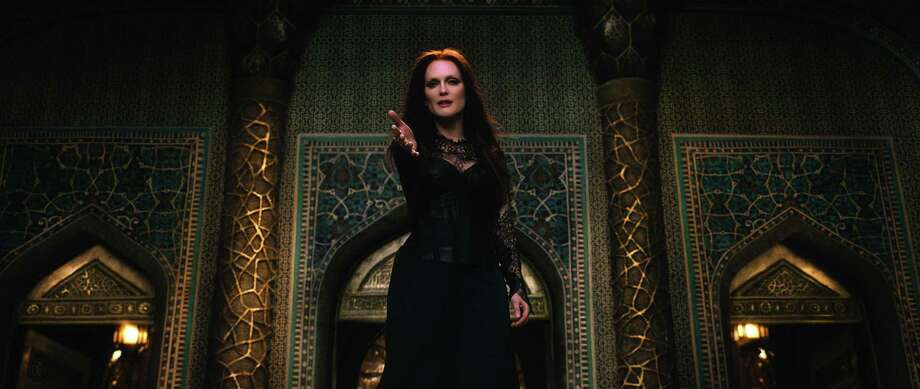 "Julianne Moore in ""Seventh Son"" Photo: Universal / ONLINE_YES"