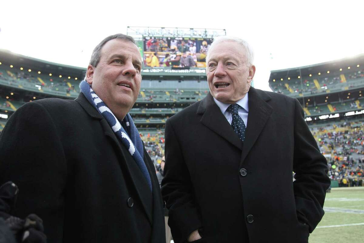 GREEN BAY, WI - JANUARY 11: New Jersey Governor Chris Christie and Dallas Cowboys owner Jerry Jones talk prior to the 2015 NFC Divisional Playoff game between the Dallas Cowboys and the Green Bay Packers at Lambeau Field on January 11, 2015 in Green Bay, Wisconsin. (Photo by Mike McGinnis/Getty Images) ORG XMIT: 531270699