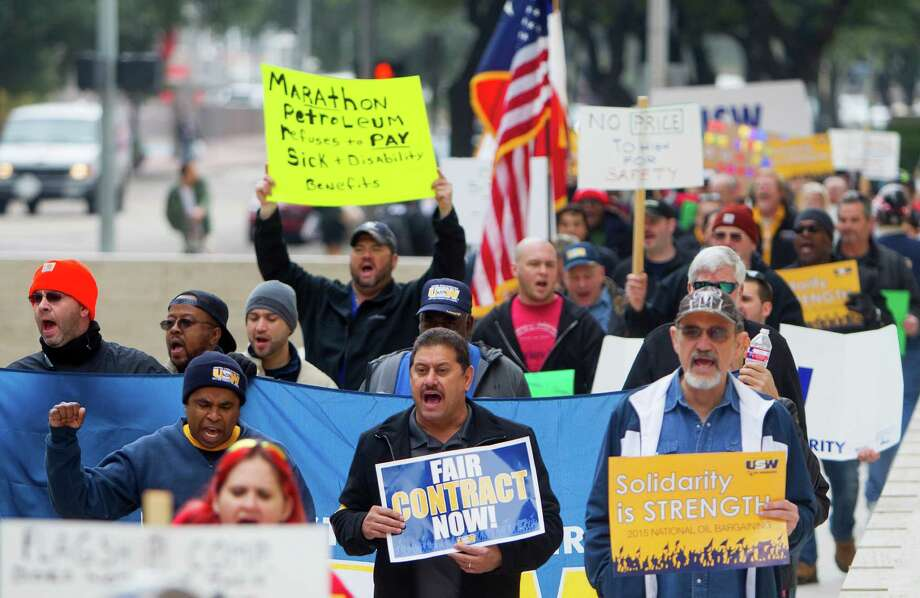 Many members of the United Steelworkers have been on strike for more than a month, but federal mediation has not been sought by Shell. Photo: Cody Duty, Staff / © 2014 Houston Chronicle