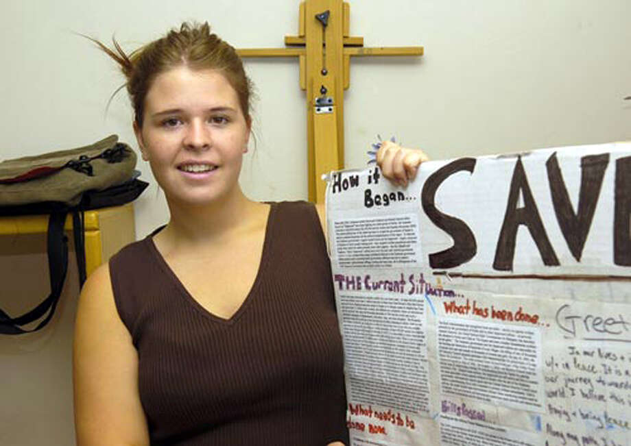 Kayla Mueller displays a poster she used in 2013 during a speech in her hometown of Prescott, Ariz. She told the group she felt a moral and religious duty to help Syrian refugees. She has been held as a hostage by Islamic State, which said Friday she was killed in an airstrike by Jordanian aircraft, a claim that was unverified. Photo: Jo. L. Keener, MBO / The Daily Courier