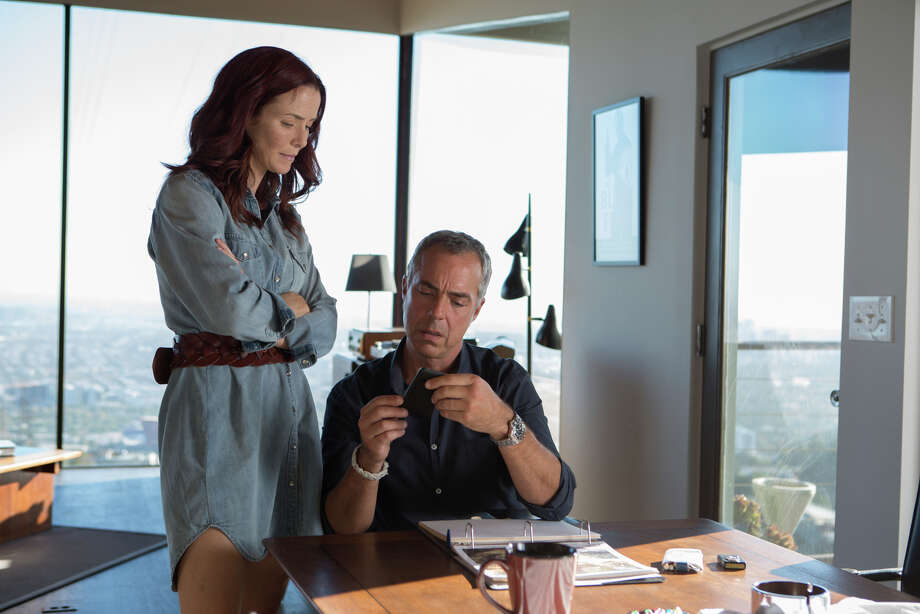 Annie Wersching plays Julia Brasher and Titus Welliver plays Harry Bosch in Amazon's new cop show. Photo: Amazon Studios / ONLINE_YES