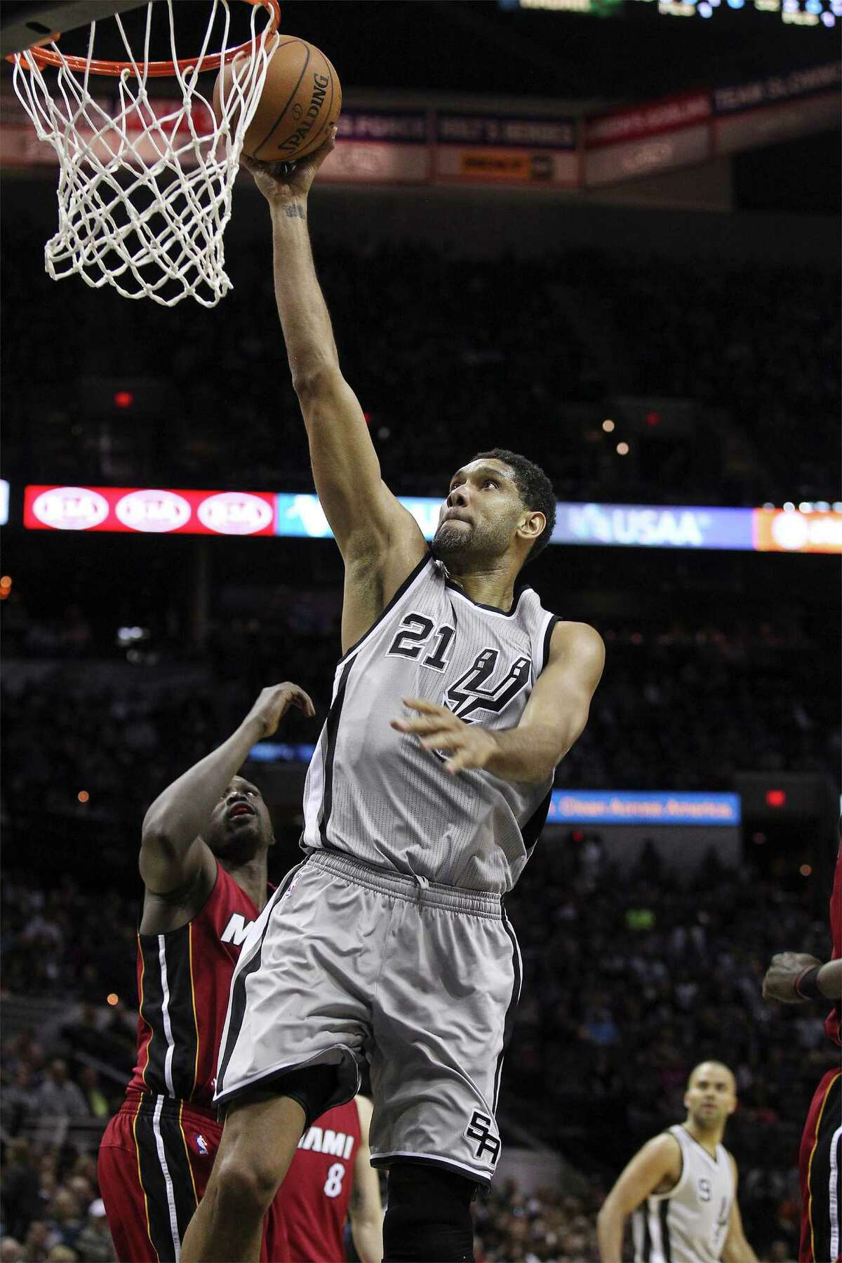 Spurs' Tim Duncan (21) gets called for traveling as he attempts a dunk against the Miami Heat at the AT&T Center on Friday, Feb. 6, 2015. (Kin Man Hui/San Antonio Express-News)