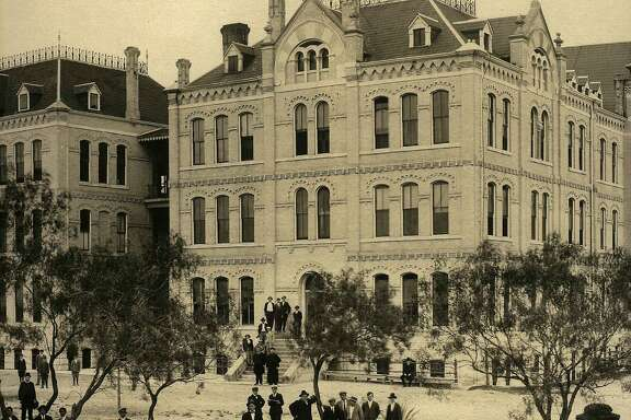 Due to crowding at St. Mary's College, in 1891 the Marianists purchased land northwest of the city to build a school for boarding students. St. Louis College opened in 1894. All collegiate work was moved to the new campus in 1923, and it became St. Mary's University in 1927.