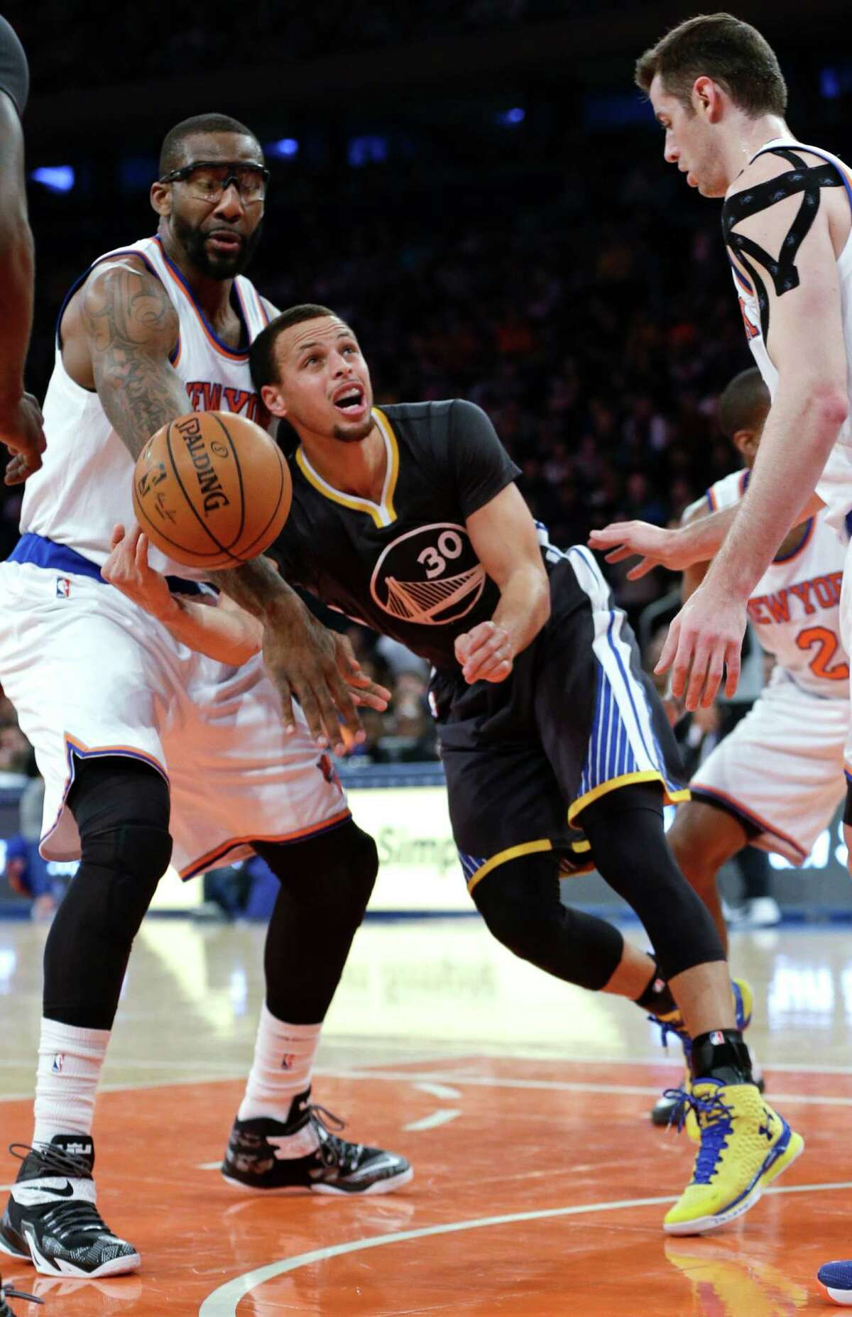 Golden State Warriors' Stephen Curry, center, is fouled by New York Knicks' Amare Stoudemire, left, during the first half of an NBA basketball game Saturday, Feb. 7, 2015, in New York. (AP Photo/Frank Franklin II) ORG XMIT: MSG108