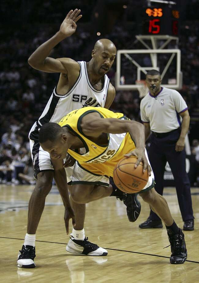 Spurs' Bruce Bowen defends against Seattle Supersonics' Ray Allen (34) during the second half of their game at the AT&T Center in San Antonio on Tuesday, April 11, 2006. (Kin Man Hui/staff) Photo: SAN ANTONIO EXPRESS-NEWS