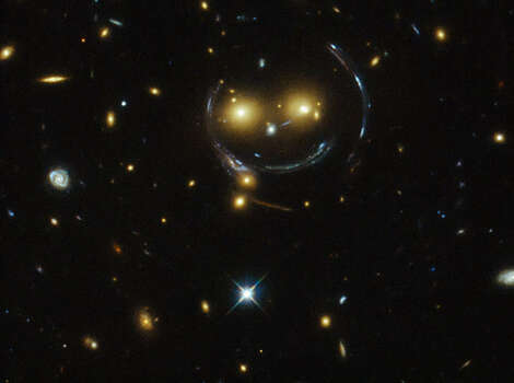 "A galaxy cluster ""smiles"" at the Hubble Telescope. Photo: NASA/ESA"