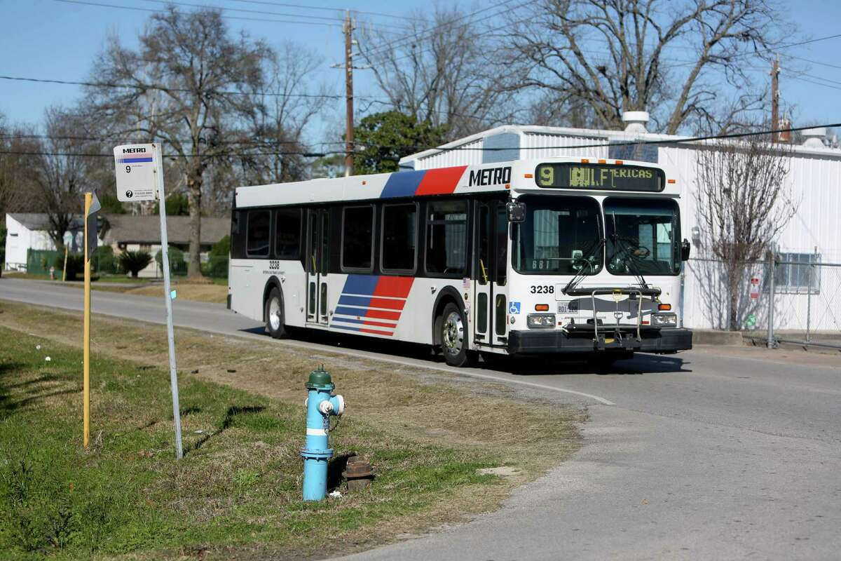 A Metro bus travels along Sweetwater Lane and Peach Spring Drive in Houston in north Houston. ( Gary Coronado / Houston Chronicle )