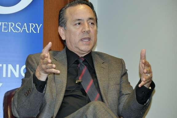 """Carlos """"Charlie"""" Uresti representa el Distrito 19 en el Senado de Texas, el cual abarca  San Antonio y áreas ubicadas en el sur y el suroeste de Texas. Uresti trabajará como vicepresidente del Comité de Administración de la cámara alta."""