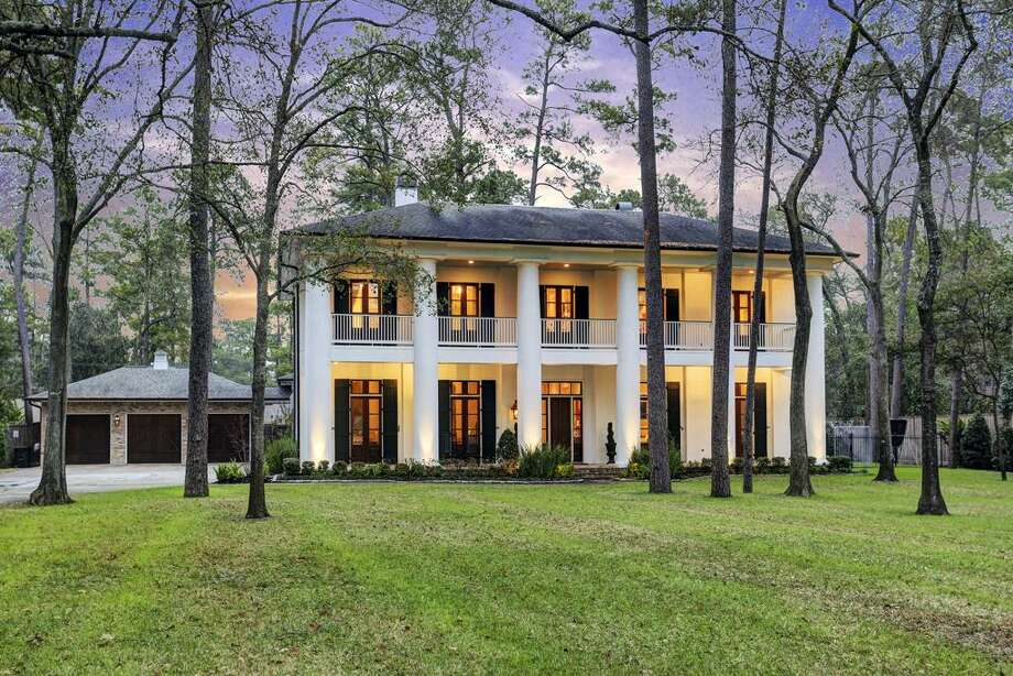 11918 Heritage Lane: $3,975,000 / 5 bedrooms / 4 full and 2 half bathrooms / 5,779 square feet Photo: Houston Association Of Realtors