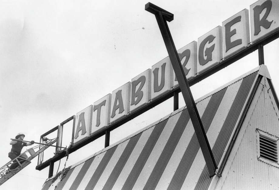 A History Of Whataburger The Flying W And Texas