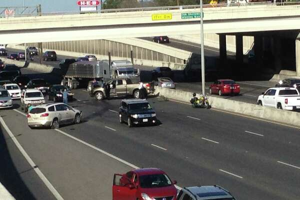 Major accident causes rush hour headache on U S  281