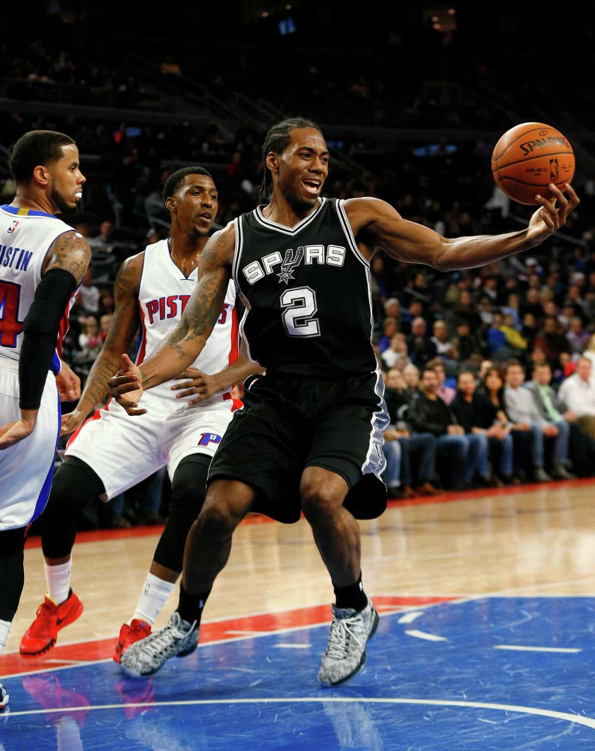 San Antonio Spurs forward Kawhi Leonard (2) loses control of the ball against the Detroit Pistons in the first half.
