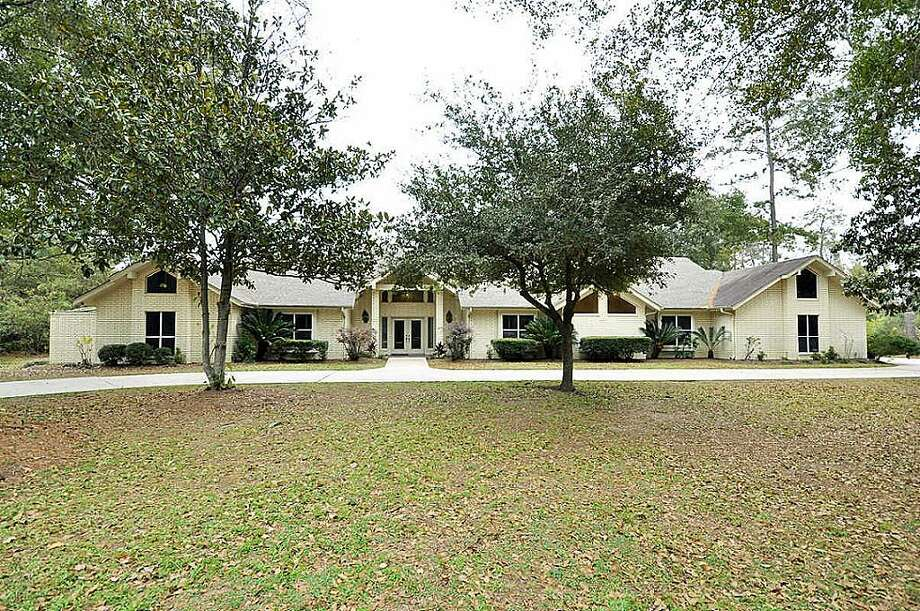 Tomball: Three-bedroom home has vaulted ceilings, an open living/dining area, butler's pantry and a vast master bath. 4,179 square feet Photo: HAR