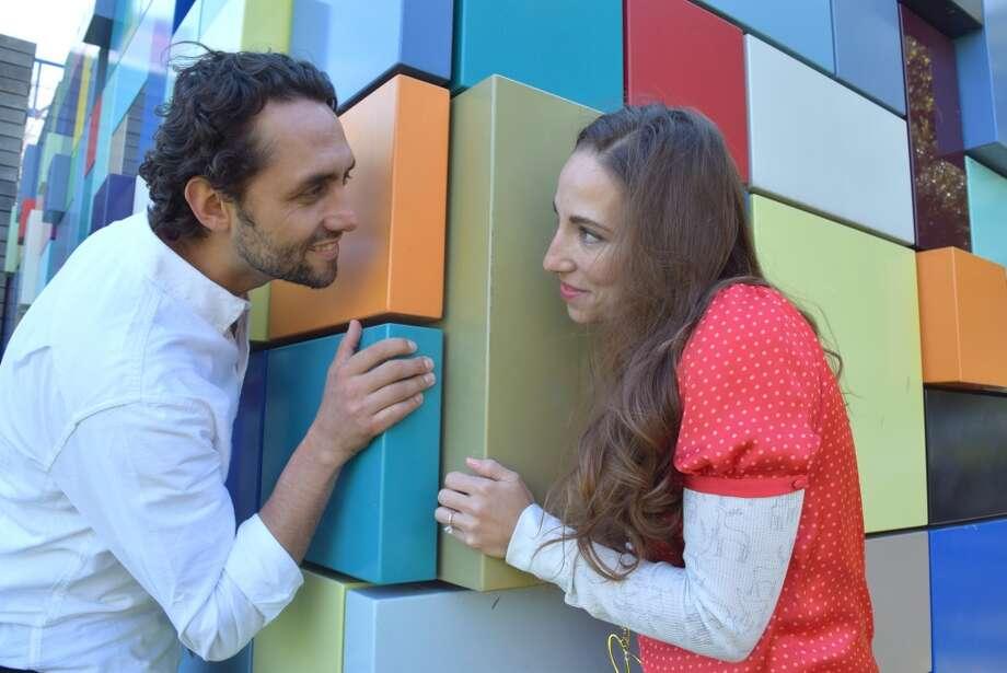 Carolina Margain, de 32 años, y Darío Villota, de 39. Ella mexicana, él colombiano, con 8 años de casados. Photo: Milagros Dur N