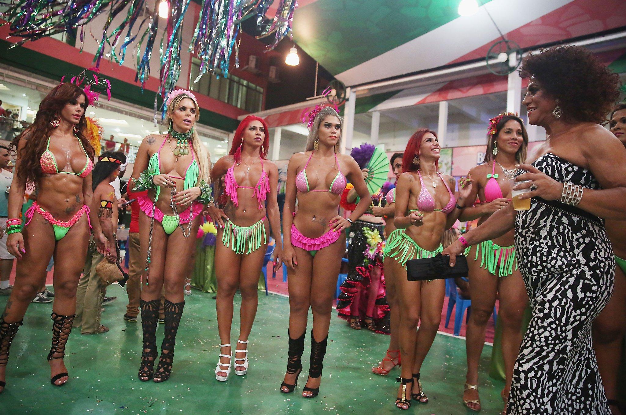 Illinois girls at mardi gras - 3 part 1