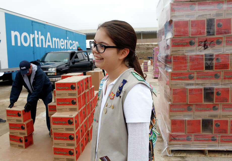 Morgan Russell, 15, with troop 1176, picks up her Girl Scout cookies earlier this month along with the cookies for other girls in her six-girl troop. Photo: Cynthia Esparza /For The San Antonio Express-News / For the San Antonio Express-News