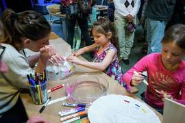 Children can learn basic chromatography in one of the projects offered at the Exploratorium's Explorables drop-in workshop. Activities are flexible enough to interest children of different ages.