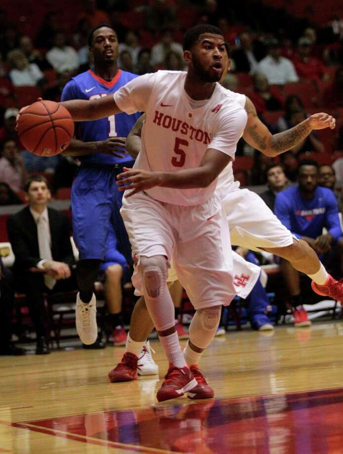 L.J. Rose, looking for an opening on a drive, had four of the 13 UH turnovers that SMU converted into 15 points. Photo: J. Patric Schneider, Freelance / © 2015 Houston Chronicle