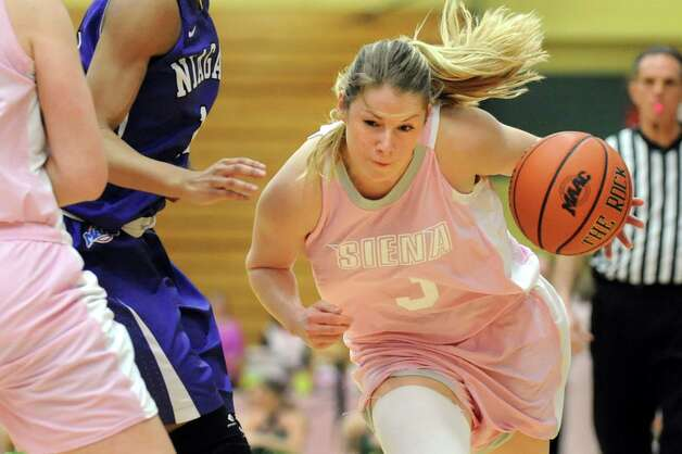 Siena's Brianna Logan controls the ball during their basketball game against Niagara on Thursday, Feb. 12, 2015, at Siena College in Loudonville, N.Y. (Cindy Schultz / Times Union) Photo: Cindy Schultz / 00030600A