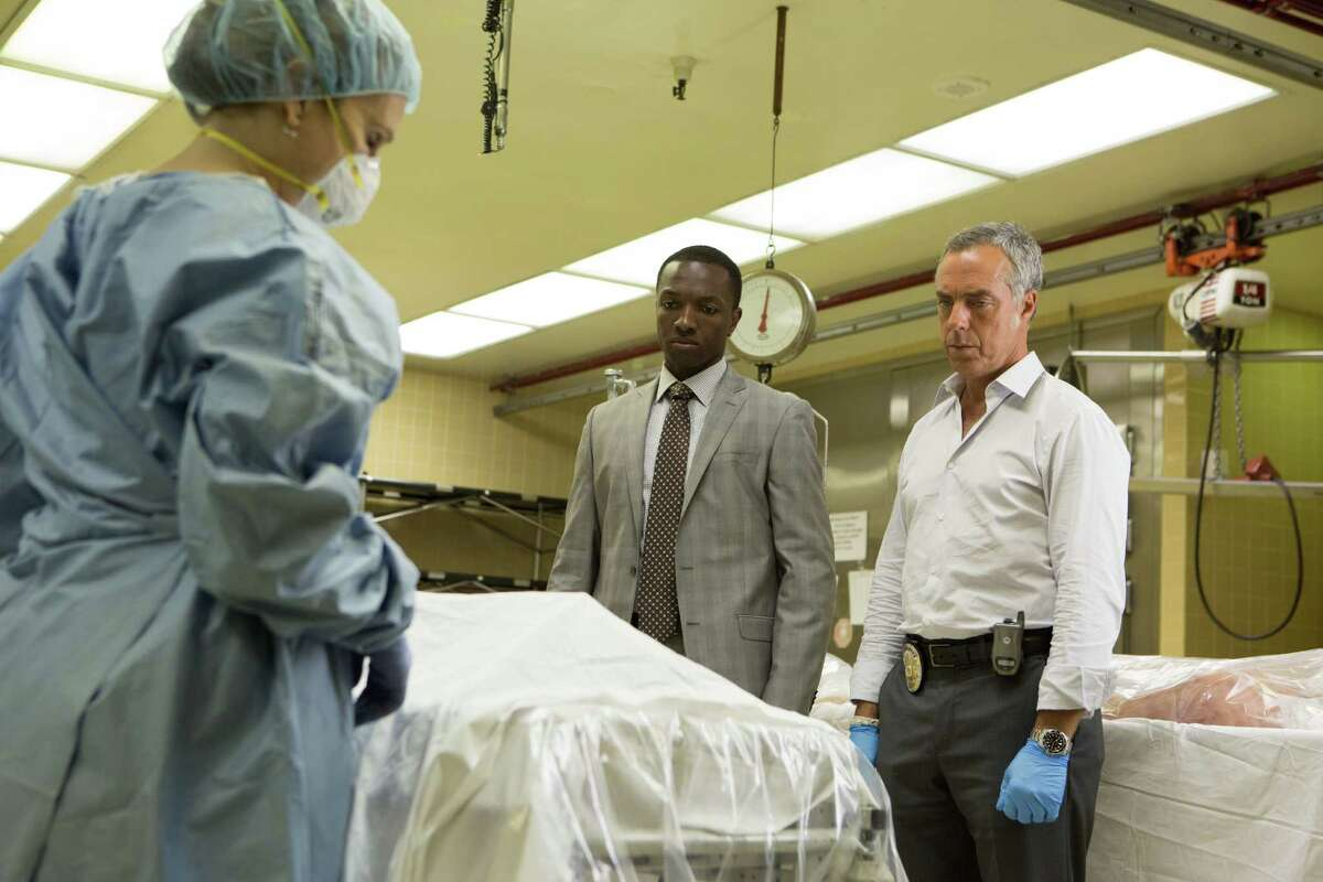 Jamie Hector (center) as Jerry Edgar, Titus Welliver (right) as Harry Bosch