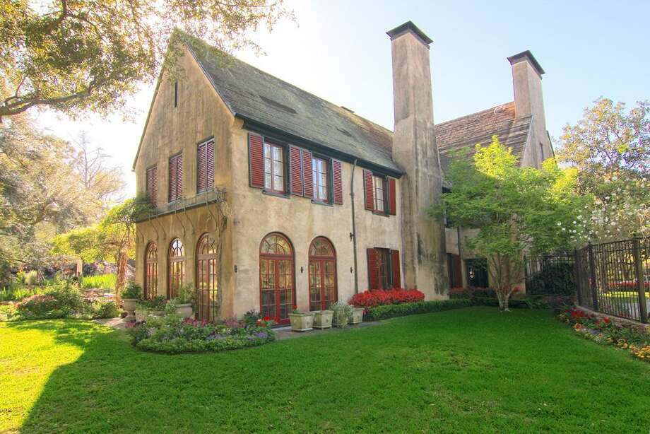 Location: 9 RemingtonYear built: 1920Architects: Harrie T. Lindeberg with supervision by John Staub. Photo: Houston Association Of Realtors