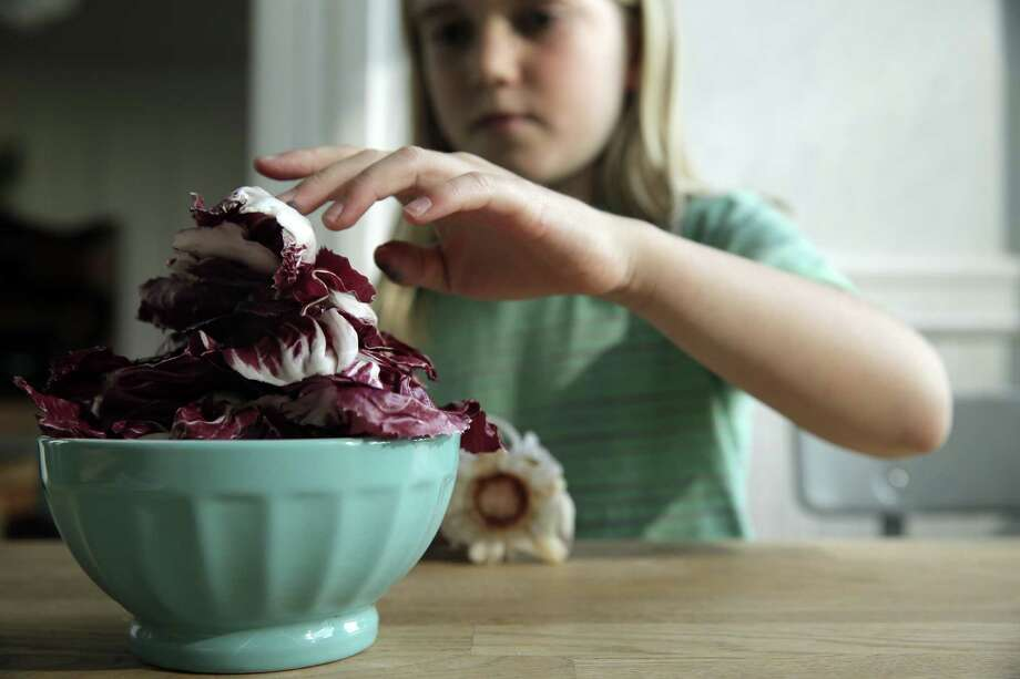 Elsie Gustafson separates radicchio for a pizza topping. Photo: Carlos Avila Gonzalez / The Chronicle / ONLINE_YES