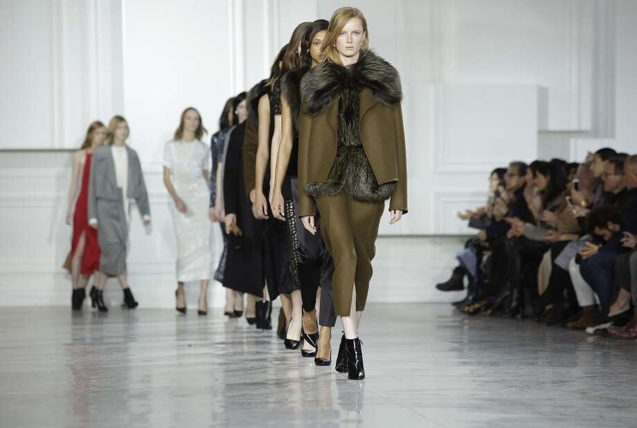 Models present creations by designer Jason Wu Fall/Winter collection. Photo: JOSHUA LOTT, AFP / Getty Images