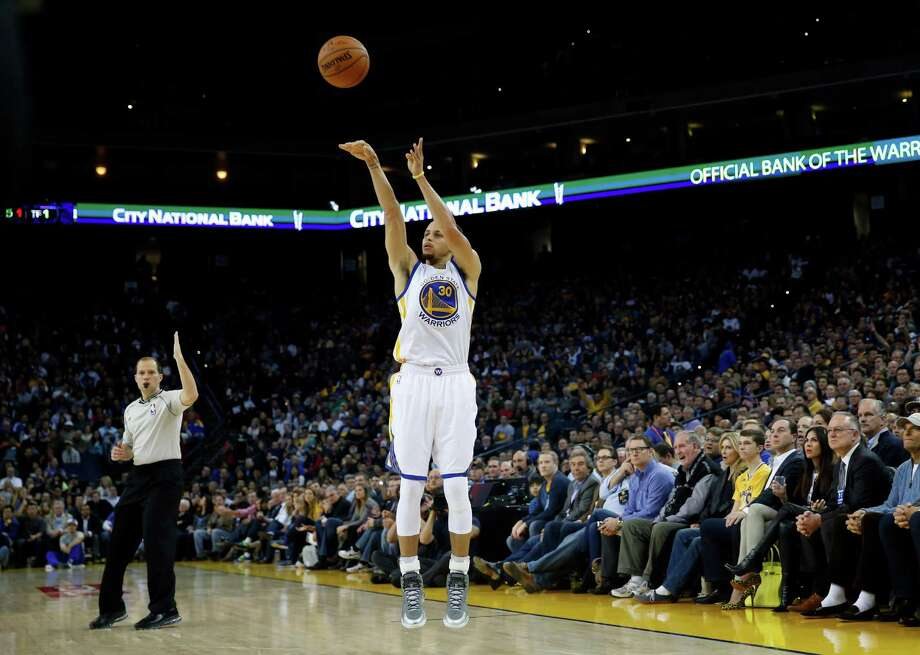 Stephen Curry's signature 3-point stroke. Photo: Scott Strazzante / The Chronicle / ONLINE_YES