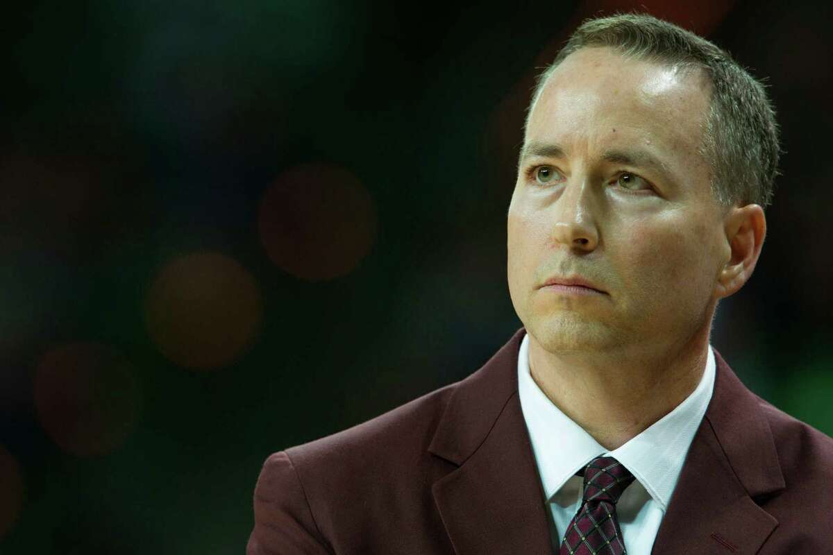 Texas A&M men's basketball coach Billy Kennedy, who was diagnosed with Parkinson's disease in 2011, uses a selective diet that starts with a green smoothie at sunrise to give him energy for the rigors of his job.
