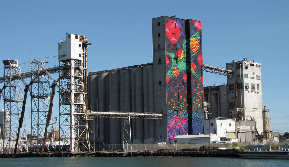 Bayview Rise covers a 197-foot-high derelict silo on Pier 92. The artwork was designed by Laura Haddad and Tom Drugan. Photo: John King / The Chronicle / ONLINE_YES