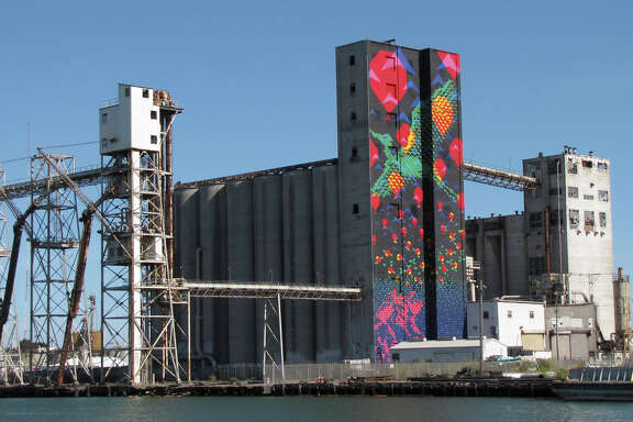 Bayview Rise covers a 197-foot-high derelict silo on Pier 92. The artwork was designed by Laura Haddad and Tom Drugan.