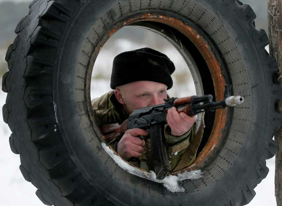 A newly mobilized Ukrainian soldier shows his skills during military drills north of Kiev. Photo: Efrem Lukatsky / Associated Press / AP