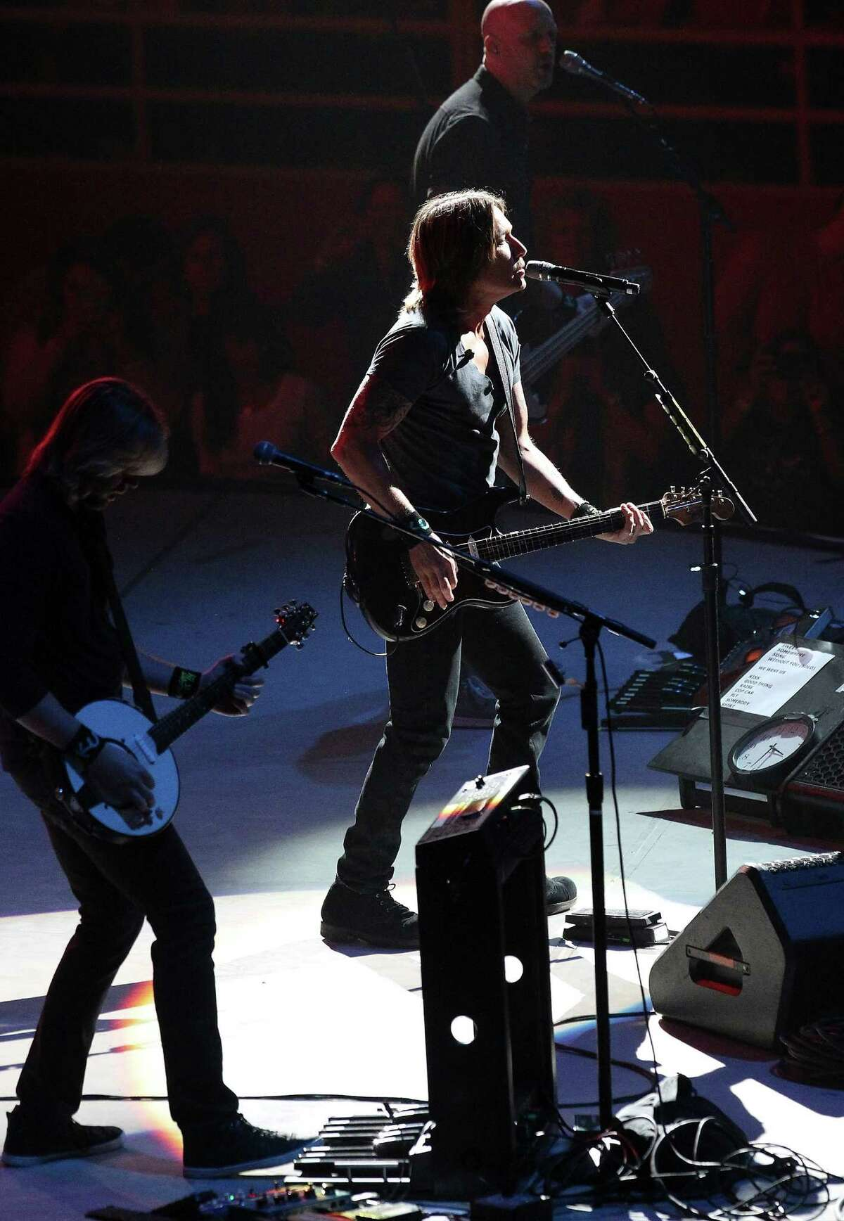 Keith Urban performs at the 2015 San Antonio Stock Show and Rodeo at the AT&T Center on Saturday, Feb. 14, 2015. (Kin Man Hui/San Antonio Express-News)