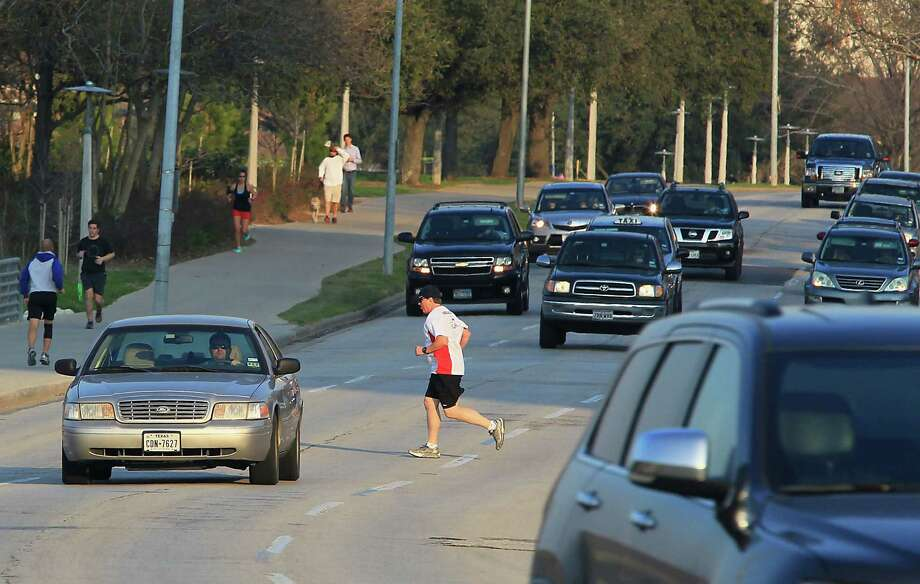 There are jogging and pedestrian paths in Houston. But before you can use them, you have to get to them. Photo: James Nielsen, Houston Chronicle / © 2015  Houston Chronicle