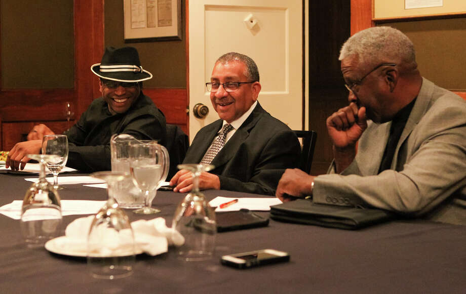 Clifford Singleton (from left), founding President Frank Dunn and Larry Whitfield attend a recent meeting of the 100 Black Men of America's San Antonio chapter. Photo: Marvin Pfeiffer /San Antonio Express-News / Express-News 2015