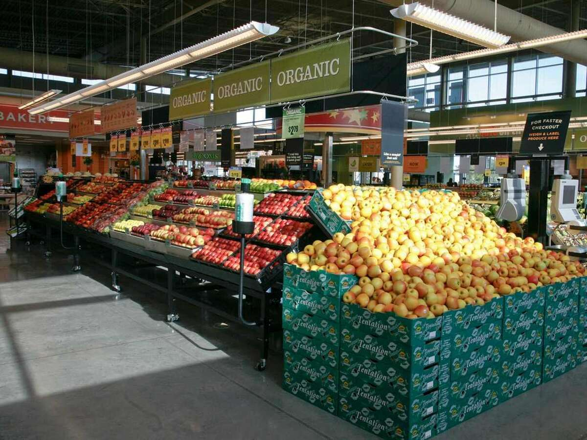 1. The produce section at H-E-B has more than 900 items. The gorgeous fruits and vegetables are known to be fresh and impeccably stacked. Also, you can weigh and label your own produce for faster checkout.