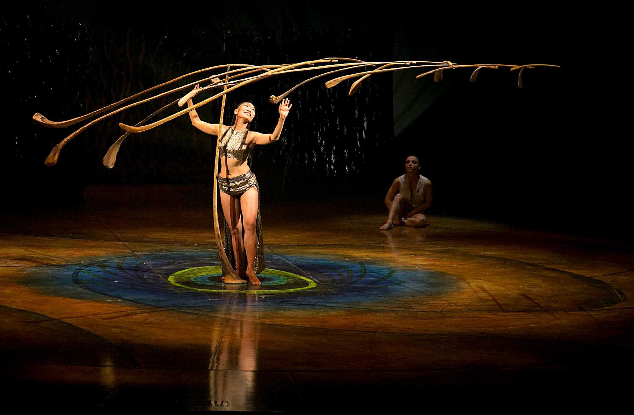 Cirque 39 s 39 amaluna 39 soars in shakespeare inspired show - Image soleil rigolo ...