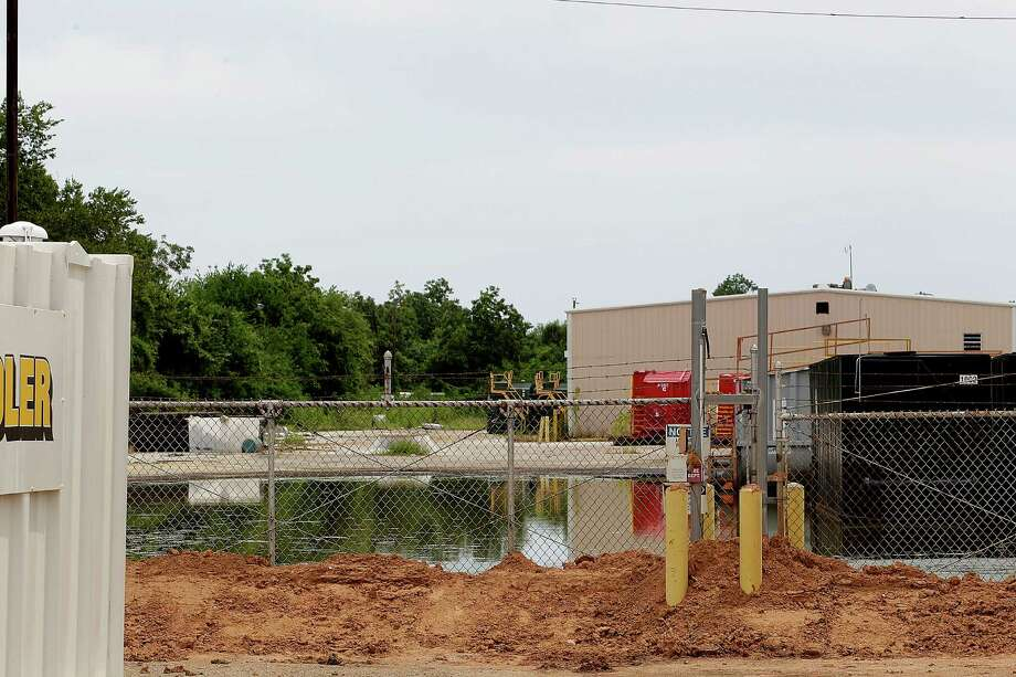 Neighbors complain of noxious fumes from an abandoned CES Environmental Services plant. The EPA began to clean up the area six months ago, but the cost is expected to exceed the EPA's budget. Photo: Johnny Hanson, Staff / © 2014  Houston Chronicle