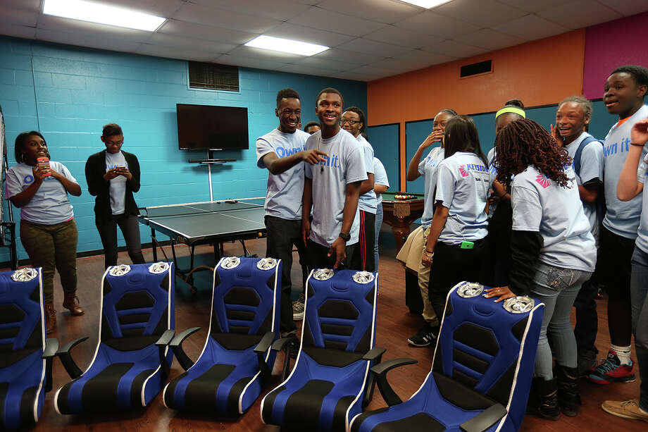 Brandon Miller, 18, center left, and Ashanti Richardson, 17, get a first look at the renovated teen center at the Boys and Girls Club of San Antonio Eastside Branch, Monday, February 16, 2015. The room features three areas for playing, studying and socializing. It was funded by Aaron's. Photo: JERRY LARA, Staff / San Antonio Express-News / © 2015 San Antonio Express-News