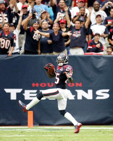 Cornerback Kareem Jackson had 57 tackles last season, including 48 solo, and made three interceptions. Photo: Nick De La Torre, Staff / © 2012  Houston Chronicle