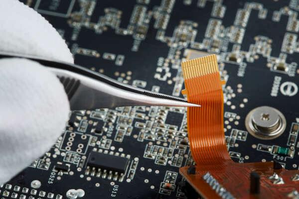 18. Computer hardware engineer Average base salary: $101,154 | Number of job openings: 1,264