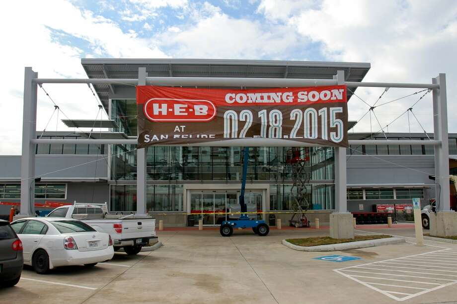 The new H-E-B in Tanglewood prepares for its Wednesday opening. (For the Chronicle/Gary Fountain, February 17, 2015) Photo: For The Chronicle