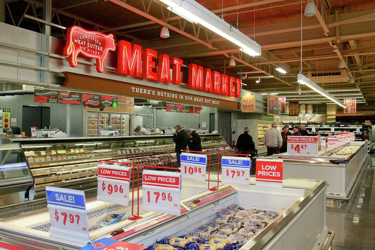 A full-service Meat Market offering USDA Prime, Natural, and Organic meats, 21-day-dry age beef or the option for custom age in the new 91,000-square-foot H-E-B on San Felipe in Tanglewood. (For the Chronicle/Gary Fountain, February 17, 2015)