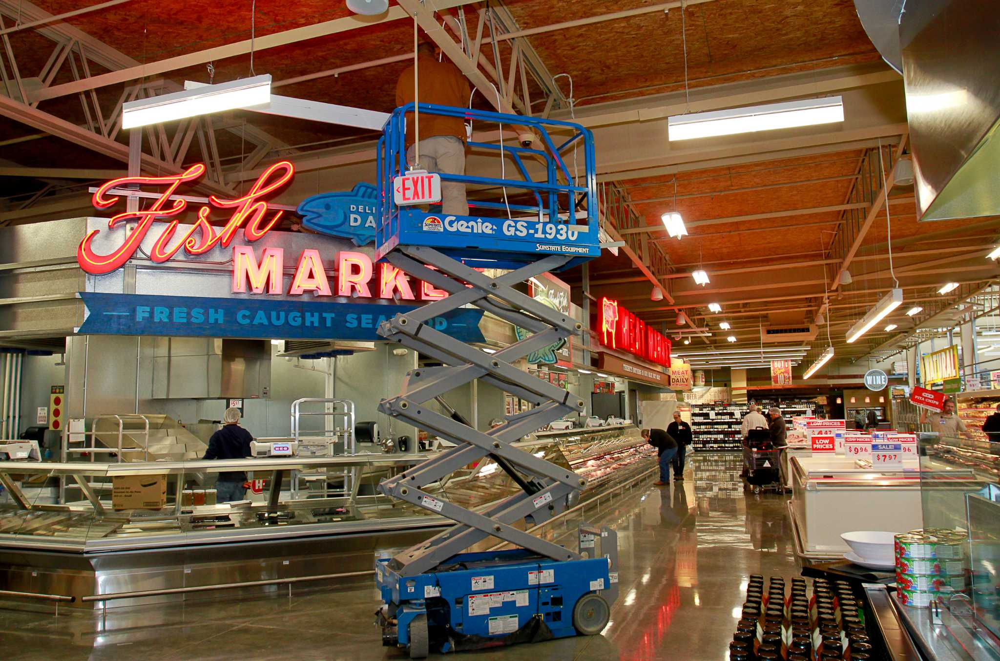Foodie bait: Grocery stores go to new extremes for shoppers ...