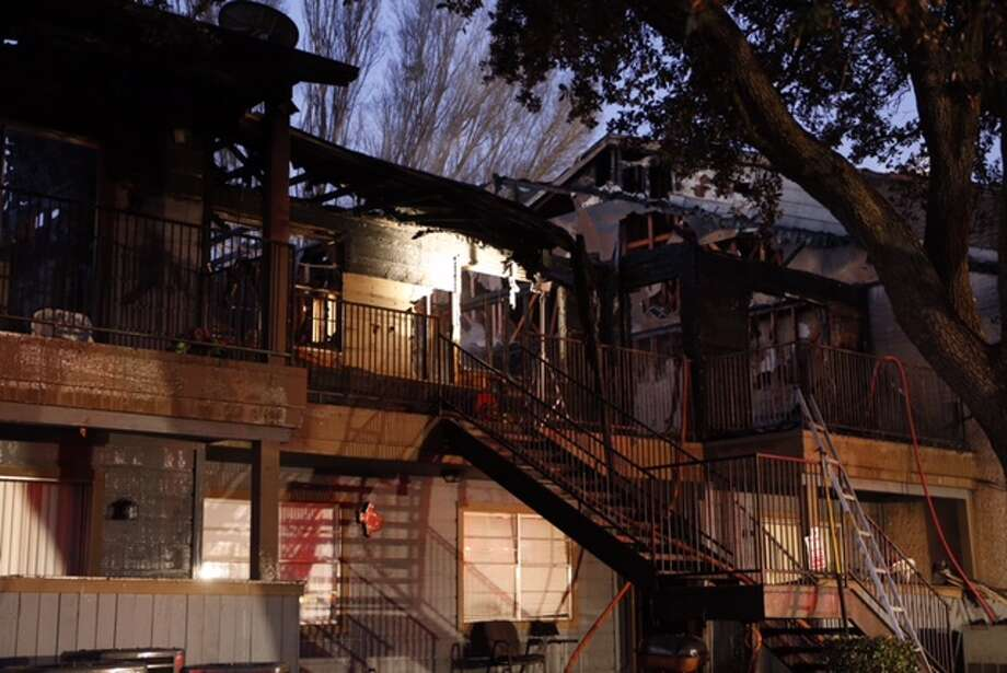 Houston firefighters battled a fast-moving blaze about 3:20 a.m. Wednesday at Plaza Azul Apartments, 12600 Brookglade Circle near South Dairy Ashford. Photo: Cody Duty / Houston Chronicle