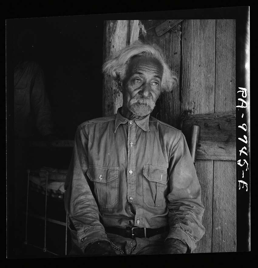 Bob Lemmons, born in San Antonio, living in Carrizo Springs August 1936