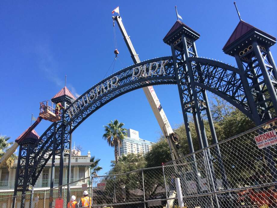 There will be four entrances to the gated portion of the celebration: West Market Street, Alamo and Market streets, Alamo and Nueva streets and Cesar E. Chavez Blvd. Photo: Benjamin Olivo / San Antonio Express-News