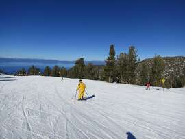 The Ridge Run at Heavenly at South Lake Tahoe, classic intermediate run with sweeping view of Lake Tahoe and Tahoe Basin fronting you