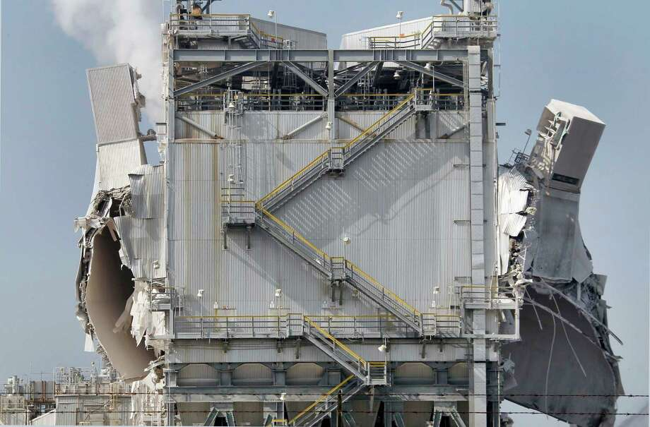 The Exxon Mobil refinery in Torrance, Calif., was racked by an explosion Wednesday in a gasoline processing unit. Four workers suffered minor injuries, and a small fire at the unit was quickly put out. Photo: Nick Ut, STF / AP