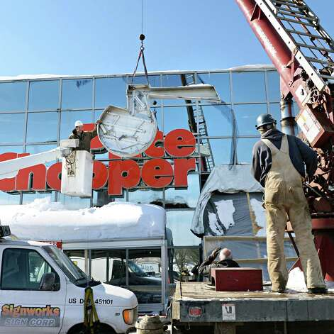Crews from Signworks sign corp. of Queensbury takes down the old Price Chopper sign at the Shopper's World plaza on Rt. 146 Wednesday, Feb. 18, 2015, in Clifton Park, N.Y. According Price Chopper spokesperson Mona Golub, the sign was removed to make way for Market 32?s new contemporary facade. (John Carl D'Annibale / Times Union) Photo: John Carl D'Annibale / 00030678A
